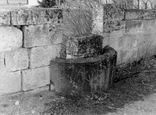 Saint-Sulpice-de-Faleyrens, un puits mitoyen, au lieu-dit Bertinat.