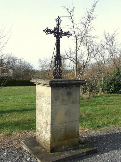 Lugaignac, une croix de carrefour