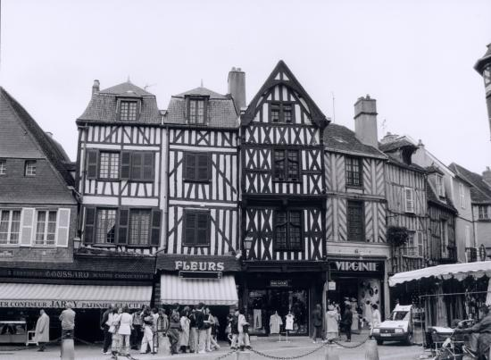 Auxerre, maison à pans de bois.