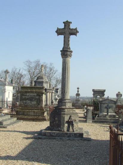 Grézillac, le croix du cimetière.