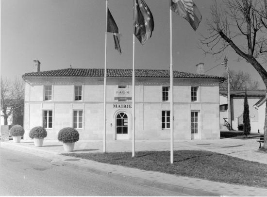 Lapouyade, la mairie,