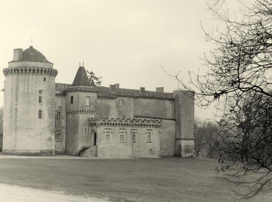 Saint-Christophe-des-Bardes, le château Larroque.
