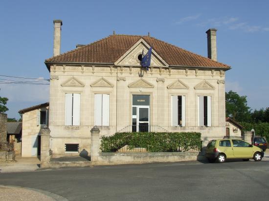Saint-Quentin-de-Baron, la mairie.