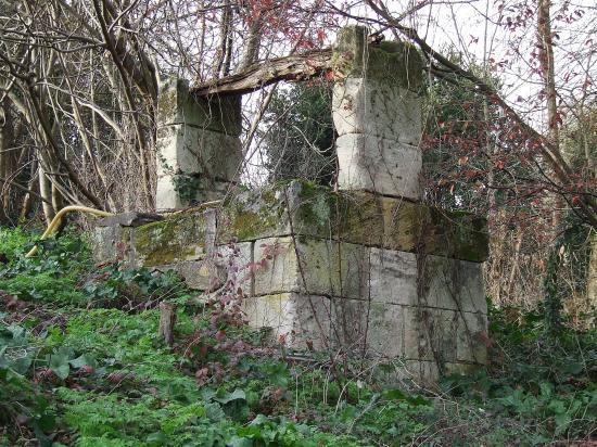 Génissac, un puits carré.