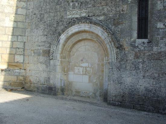 Camiac et Saint-Denis, la porte romane de l'église Saint-Denis