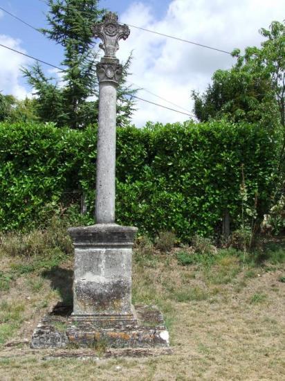 Daignac, la croix de carrefour à Curton