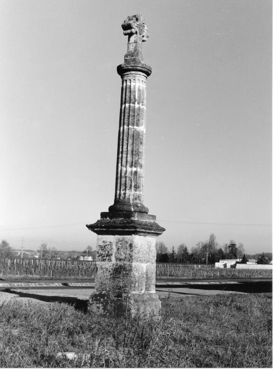 Saint-Pey-d'Armens, une croix de carrefour.