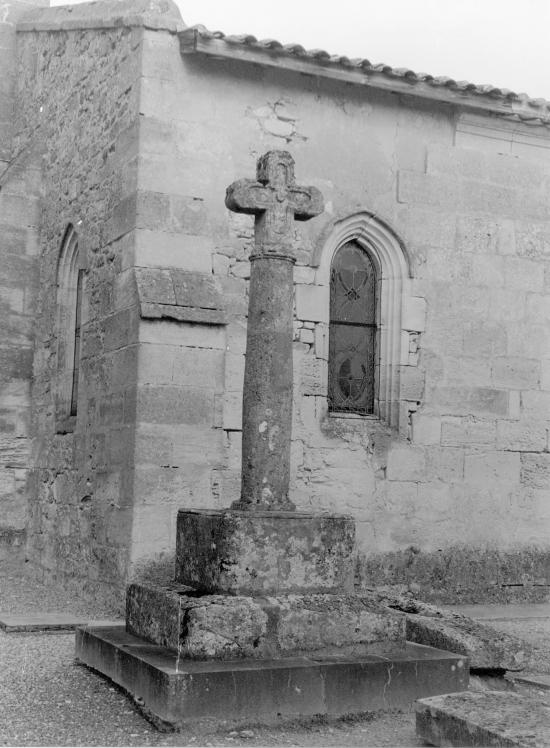 Lapouyade, la croix du cimetière,