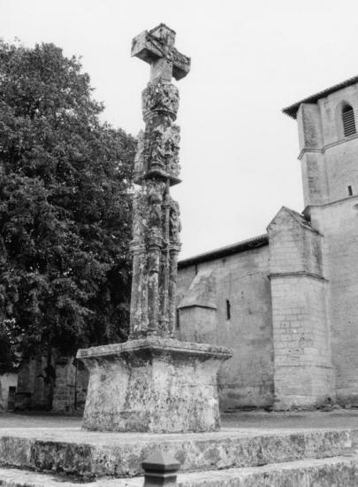 Nérigean, la croix de cimetière
