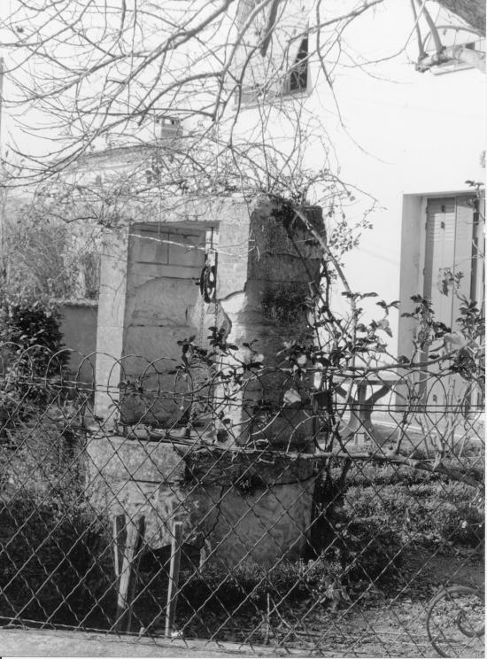 Saint-Denis-de-Pile, un puits rue de Pinaud,