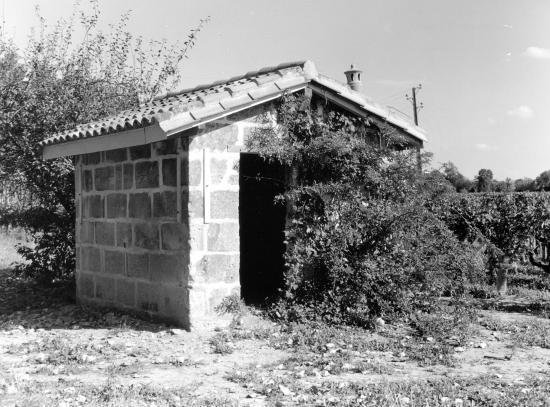 Arveyres, une petite maison de vigne, au lieu-dit Bastouney.