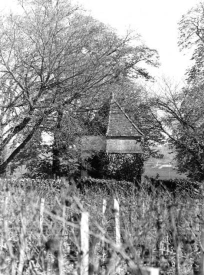 Pomerol, un pigeonnier au château Beauregard.