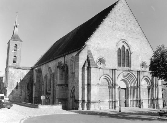 Guitres, l'abbatiale Notre-Dame.