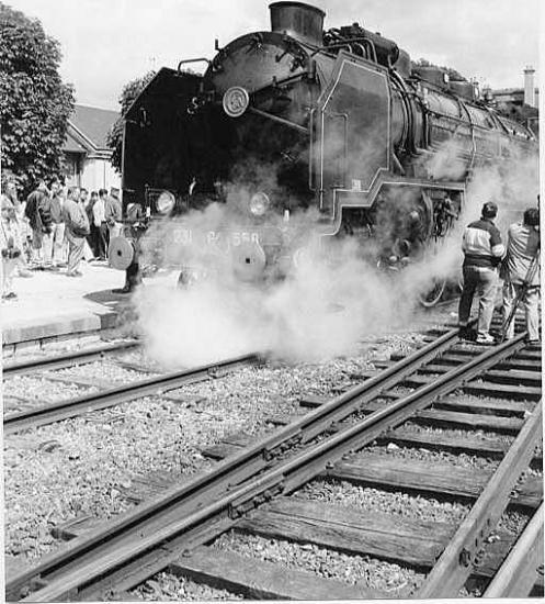 Auxerre, la locomotive à vapeur 231G.