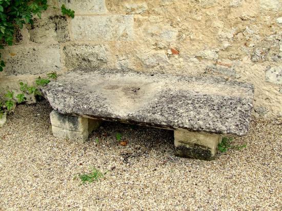 Génissac, un banc de pierre,