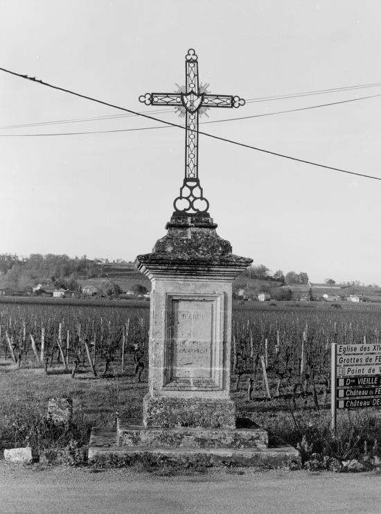 Saint-Hippolyte, la croix de Merle.