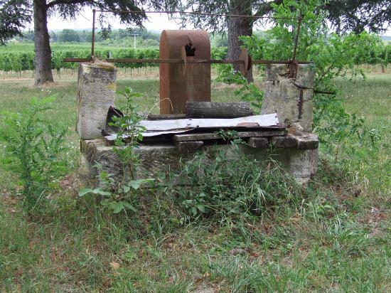 Dardenac, un puits au château Grossombre.