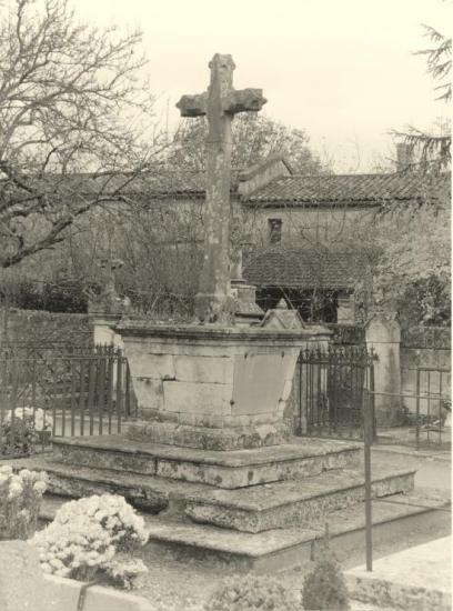 SaintDenis-de-Pile, la croix du cimetière,