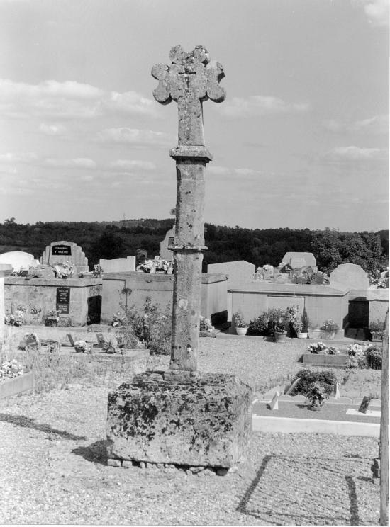 Maransin, la croix du cimetière,
