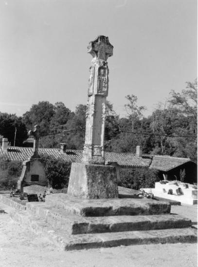 Bonzac, la croix de cimetière.