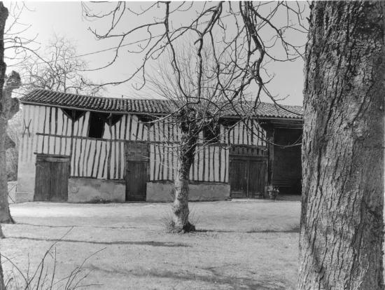 Savignac-de-l'Isle, une maison à colombage,