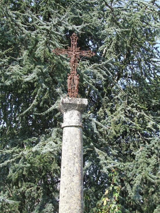 Grézillac, une croix au lieu-dit les Moines.