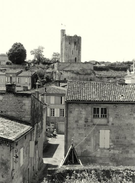 Saint-Emilion, une vue générale sur la Tour du Roy.
