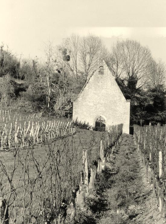 Saint-Laurent-des-Combes, une chapelle en ruine.