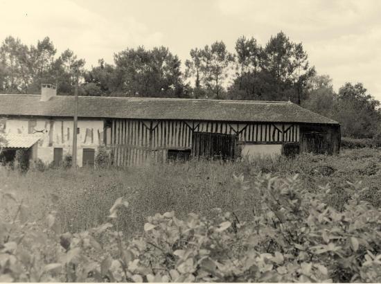 Bayas, une maison au lieu dit Candeau.