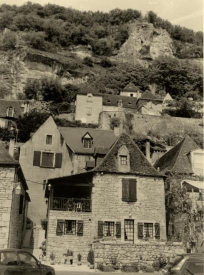 La Roque-Gageac, à flanc de rocher.