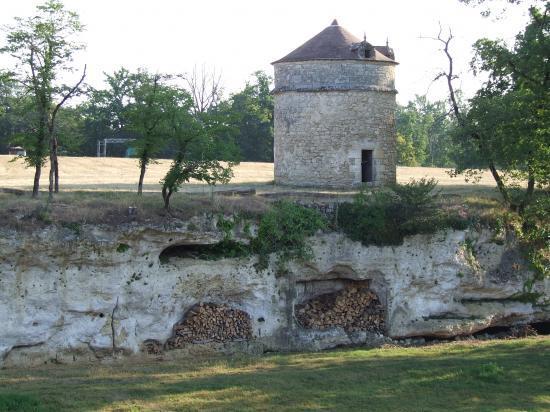 Saint-Quentin-de-Baron, une fuie au château Bisqueytan,
