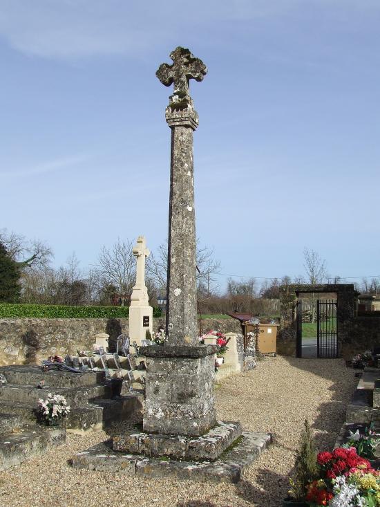 Lugaignac, la croix du cimetière.