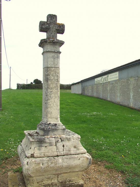 Guillac, une croix de mission au château Canet,