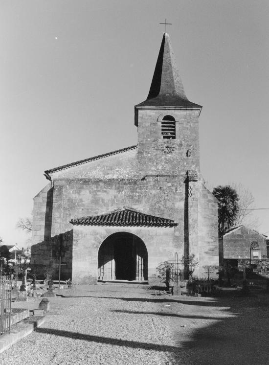 Saint-Pey-d'Armens, l'église.