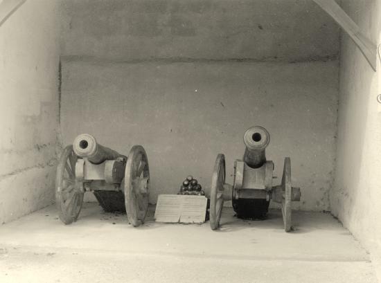 Guitres, les anciens canons, route de la Gare,