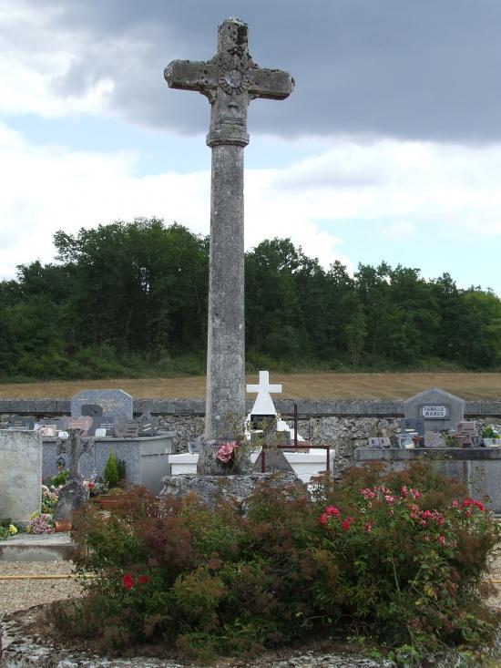 Espiet, la croix de cimetière.