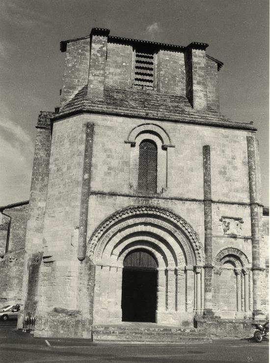 Saint-Emilion, le portail de la Collégiale.