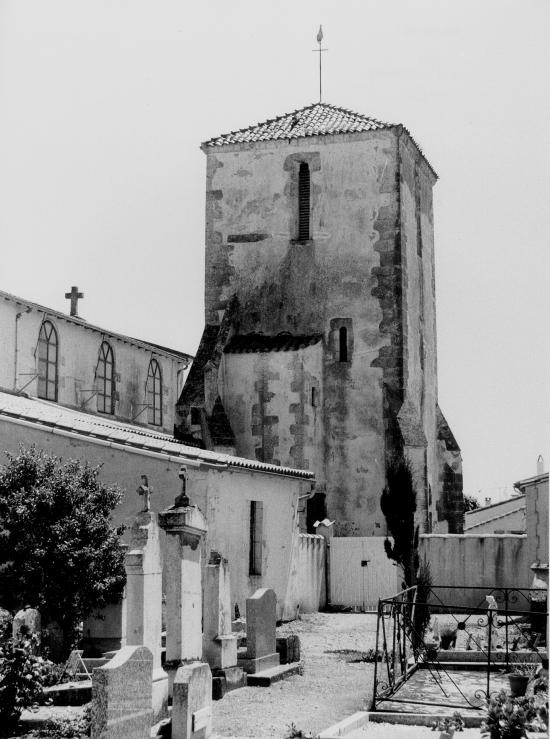 Loix, l'église et le cimetière.