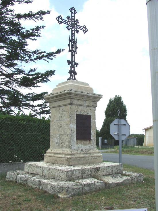 Nérigean, le croix de carrefour Espellet.