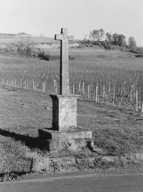 Saint-Etienne-de-Lisse, une croix de carrefour.