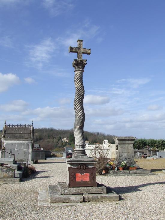 Branne, la croix de cimetière