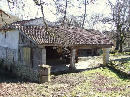 Saint-Aubin-de-Branne, le moulin de l'Estrabeau.