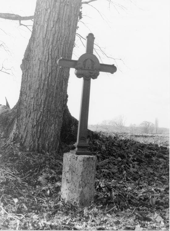Saint-Martin-de-Laye, une croix de mission,