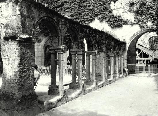 Saint-Emilion, le cloître du couvent des Cordeliers.