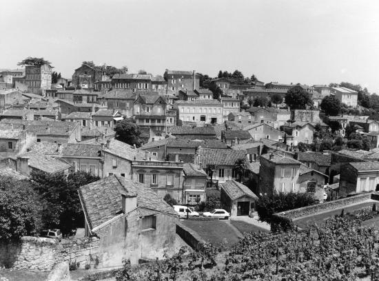 Saint-Emilion, une très belle vue générale.
