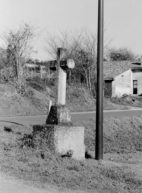 Saint-Hippolyte, une croix de carrefour.