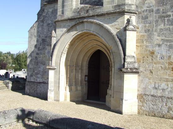 Baron, l'église romane et son portail