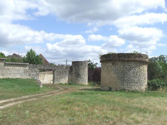 Dardenac, le château de Gaufreteau du 15ème siècle.