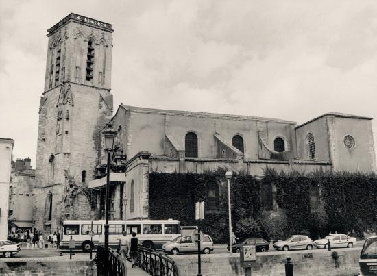 La Rochelle, une vue générale de la Tour Saint-Sauveur.