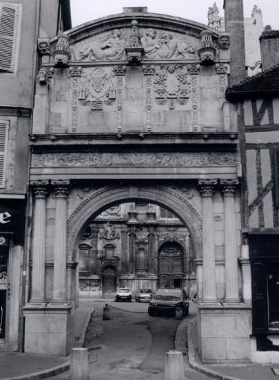 Auxerre, le portail de la cathédrale Saint-Etienne.